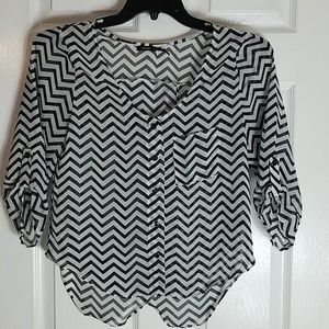 Poetry, blk/white chevron pattern blouse, size S